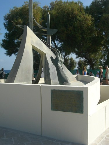 memorial to the KRHTH accident