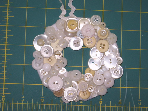 Button Wreath Tut 15