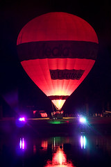 The Nightfly ( Fotologica) Tags: light red people reflection fire zoom balloon tele 2008 twente oldenzaal lastone nightglow purplelight twenteballooning