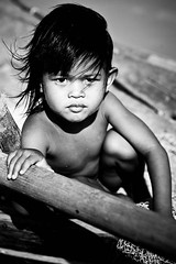 windy... (sam_samantha) Tags: children cambodia southeastasia phnompenh riverfront 2008 socialdocumentary travelphotos globalpoverty thehumancondition summer2008