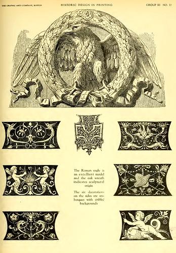 12-Aguila con corona de roble motivo clasico y laterales de arabescos con fondo negro