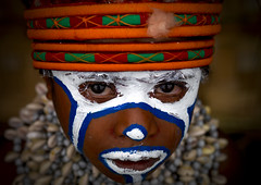 Highland boy Papua New Guinea (Eric Lafforgue) Tags: pictures boy portrait face hat closeup children photo kid eyes dof child head picture hasselblad explore png papuanewguinea papua ethnic enfant visage regard headdress headwear ethnology headgear  ethnologie h3d ethnique 9212 papuaneuguinea lafforgue ethnie papuan papouasie papouasienouvelleguine mounthagen papoeanieuwguinea papusianovaguin      paapuauusguinea  papuanovaguin papuanovguinea   bienvenuedansmatribu