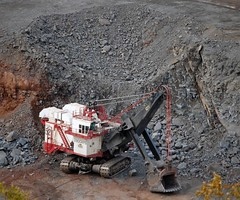 Shift Change at Hibbing Taconite (Missabefan) Tags: mining shovel ph taconite hibbing electricshovel hullrust