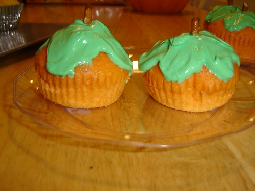 Pumpkin Cupcakes by ohsohappytogether.