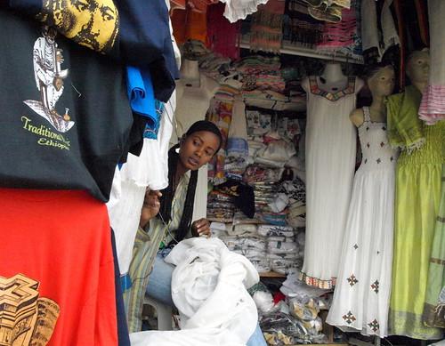 Venta de ropa tradicional. Addis Abeba (Etiopía)