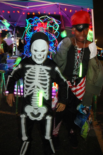 Skeleton and Pirate, brother and sister team, Halloween costumes, San Francisco, California, USA by Wonderlane