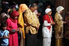 Padang wedding (Mangiwau) Tags: wedding west sumatra indonesia muslim praying ceremony hijab marriage sari indonesian breathtaking senayan masjid dedi sumatran islamic doa padang barat sumatera nikah hidayat jilbab gedung murni gelora serbaguna wowiekazowie feltlifepod coolestphotographers rahmawati batturrahman