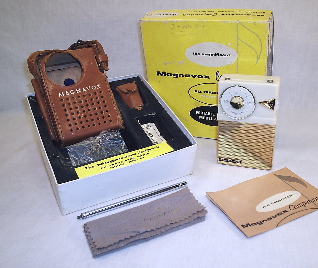 Magnavox AM-23 with box