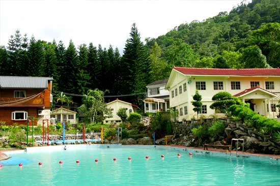 青溪渡假山莊泳池開放囉,歡迎預約清涼的青溪假期!