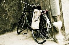 Aparcando el ultimo modelo (rafallano) Tags: bike photo foto ride photos top vieja bicicleta explore antigua fotos rafael 500 rafa esfahan facebook llano destacadas vazquez montar nacktefrau rafallano rafaelllano