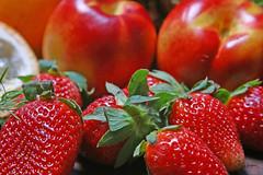 Frutas (Robson Borges) Tags: brazil frutas brasil vermelho morango goiânia delicia goiás maracuja sabor saúde fuits nectarina robsonborges