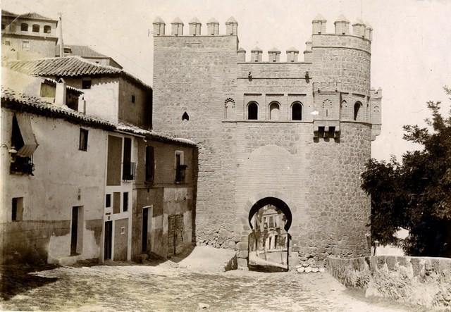 Puerta del Sol en junio de 1905. Fotógrafo anónimo. Colección Luis Alba. Ayuntamiento de Toledo