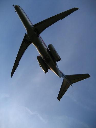 American Airlines MD88 by randomduck.