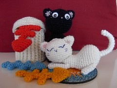CRAL Alley Cat : objectif N4 (Cricri57) Tags: cat miniature chat crochet trashcan amigurumi poisson fishbone poubelle cral arte