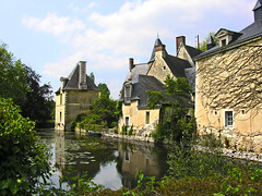 Chateau de Venevelles (poumique) Tags: voyage travel france castle heritage de frankreich middle manor loire francia pays ages manoir moats patrimoine loir sarthe douves luchpring