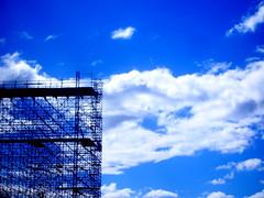 Andamio al cielo / Scaffolding to heaven (Anikaviro) Tags: blue sky colors azul andamio bleu explore alicante ciel cielo monte catchy benacantil