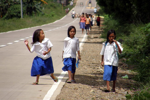 Philippinen  菲律宾  菲律賓  필리핀(공화국) Pinoy Filipino Pilipino Buhay  people pictures photos life Concepcion, Panay, Philippines school rural girls commuting
