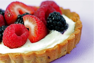 pistachio tartlet with berries