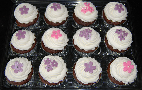 pink and purple flower cupcakes