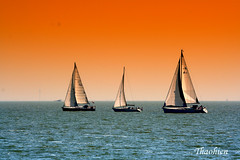 The three boats (Tran_Thaohien) Tags: blue sea orange holland landscape boats three boat photo super sensational ba soe orangeblue bin seaboat 5photosaday abigfave thuyn aplusphoto thaohien natureselegantshots spiritofphotography rubyphotographer qualitypixels llovemypics oraclex theadminsgallery hlan