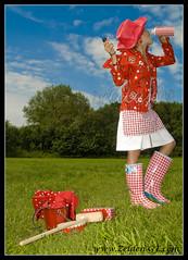 Rood is mooi / beautiful red! (Zelden----MMF) Tags: red portrait flower holland water netherlands girl dutch fashion close drink vibrant drinking heemskerk zeldengf wwwzeldengfcom wwwroodismooinl