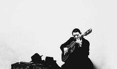 la guitarra se puso mimosa (quino para los amigos) Tags: old music argentina star buenosaires rockstar guitar guitarra tango laboca gardel viejo mimos tradición cantar yupanqui gané acariciando nollorespormiargentina