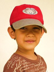 De otro planeta (Clod) Tags: boy child cap gorra enfant nio