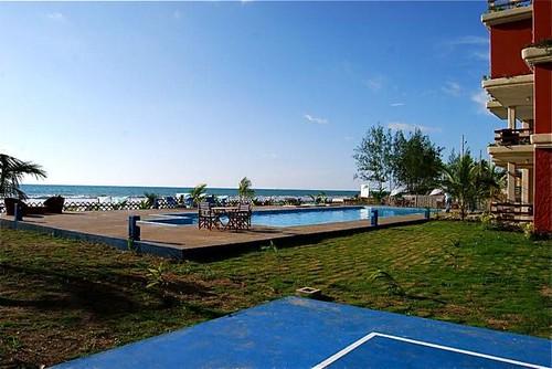 ecuador-beach-condo-tennnis court view