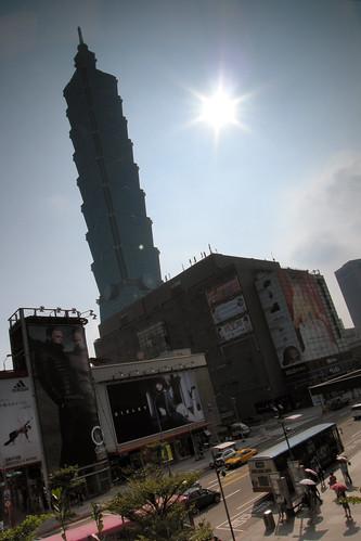 101 威秀-新光 天橋