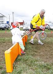 Start them crossers you (OregonVelo) Tags: rain bicycle fun jumping mud running racing barriers obra cyclocross mounting slop alpenrose crosscrusade cc0801