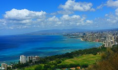 Honolulu, Waikiki Beach (kcezary) Tags: ocean travel summer vacation seascape tourism colors clouds canon landscape island eos hawaii coast holidays waves view oahu places paisaje f10 diamondhead mostinteresting honolulu 24mm waikikibeach paysage  canoneflens primelens diamondheadview  ef24mmf28 canonprimelens canonrebelxti canoneosdigitalrebelxti mylensdb ctruongg