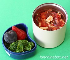 Mozzarella and fresh tomato pasta bento lunch for preschooler
