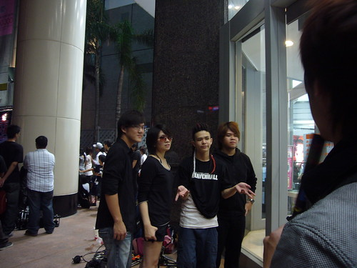 熱音賽第一團:Unvoice。左起吉他手偉哥、主唱豆腐、鼓手Zak、Bass手毛毛