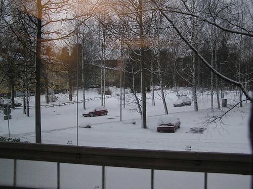 Kotikatu lumen vallassa