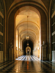 Corridor in Chteau Versailles (Nino H) Tags: light paris france architecture bravo shadows lumire corridor royal ombre versailles chteau couloir mywinners