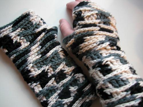 surface waves fingerless gloves