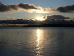 Cumbrae Sunset (W F B) Tags: largs ayrshire scotland uk water clyde greatcumbrae island isle cumaradhmòr millport cumbrae sunset sea ocean boat cloud reflection silhouette 30 november 2008 ecosse шотландия 苏格兰 schottland scozia escocia