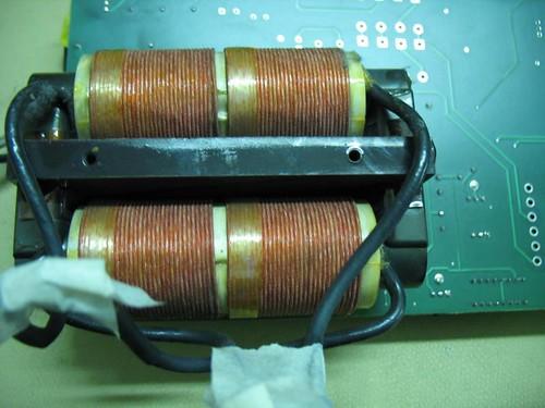 Transformador que excita el multiplicador de salida.
