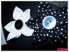 Flores P&B (Mj Feroldi) Tags: flores pano fuxico tecido botoes