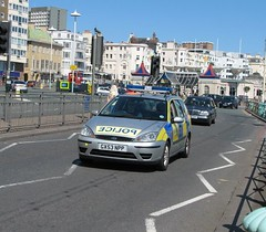 Brighton, Sussex UK (Mic V.) Tags: road blue light sea england mer ford car silver sussex coast seaside focus brighton estate britain south united great transport police kingdom grand voiture junction american cop vehicle angleterre cote emergency channel vhicule