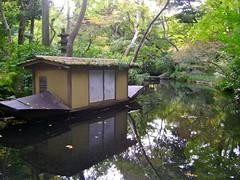"outdoor garden @ Nezu Museum (Tokyo) • <a style=""font-size:0.8em;"" href=""http://www.flickr.com/photos/35985863@N07/5822988872/"" target=""_blank"">View on Flickr</a>"