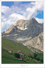 Grandeza (Enric.) Tags: canon valle asturias paisaje montaa grandeza picosdeeuropa 70300 asturies 450d agosto2009 rutaurriellu