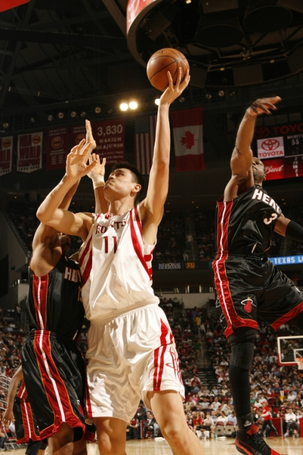 After a sub-par performance (3-of-17 shooting) against Cleveland two nights before, Yao Ming came back strong against Miami to score 21 points on incredible 10-of-11 shooting while also grabbing 9 boards in a 112-100 win that gave the Rockets their 10th win in a row.
