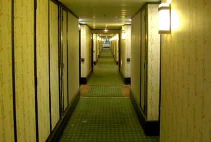 Sequoia Lodge Hotelgang