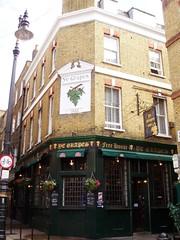 Ye Grapes, Mayfair, W1 (Ewan-M) Tags: england london grapes pubs mayfair w1 1882 shepherdmarket rgl freehouse cityofwestminster marketcoffeehouse thegrapes w1j yegrapes themarketcoffeehouse needsrglreview shannonpubspub