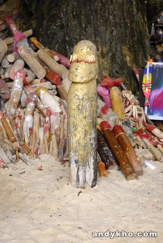 Penis shrine in Phra Nang Cave.