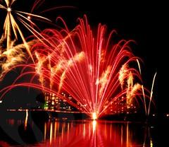 Red Streaks (EpicFireworks) Tags: display fireworks bonfire pyro 13g epic pyrotechnics epicfireworks