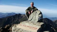 台灣國家公園短片導覽主角Leslie Barnett 在玉山頂(照片提供:營建署)