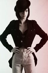 Letcia (Marianna Gomes) Tags: blackandwhite woman girl hat fashion studio legs moda whitebackground pernas letciapernnas