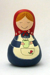 Camila... a tomar chocolate quente! (Belle Bellica) Tags: painting dolls boneca babushka pintura